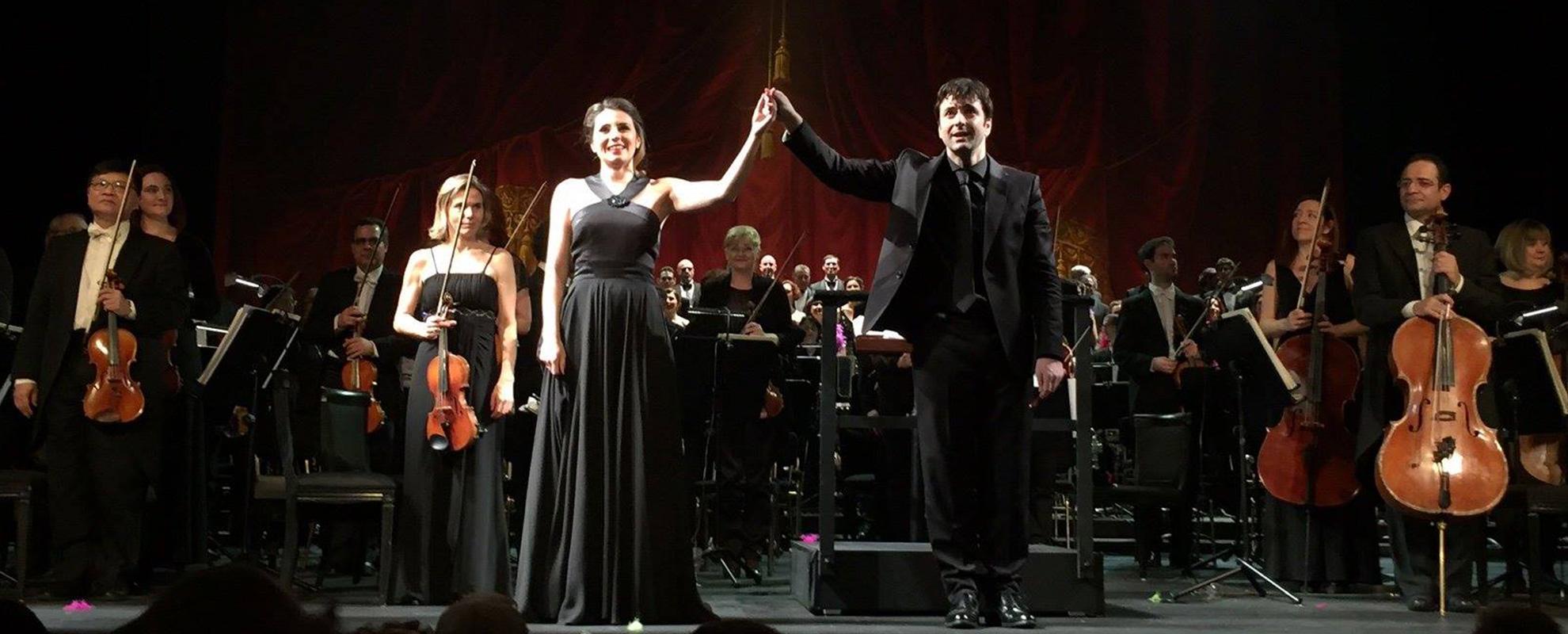 director-orquesta-oliver-diaz-brindis-sabina-puertolas