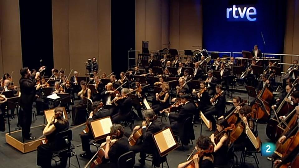 Óliver Díaz dirige la Orquesta de Radio Televisión Española